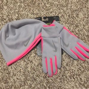 Nike therma gloves and hat set